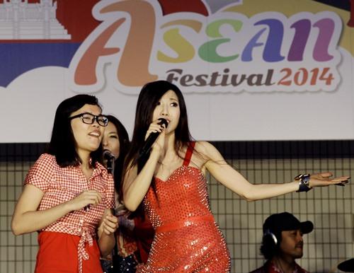 "trang phap sexy tai ""asean music festival"" o nhat - 5"