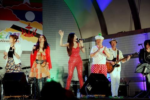 "trang phap sexy tai ""asean music festival"" o nhat - 6"