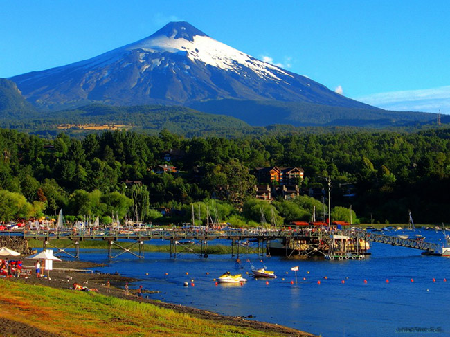Pucón, Chile  Một nơi hoàn hảo để lướt ván và chơi đùa các bộ môn trên sông nước.