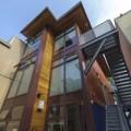 Nhà đẹp - Tròn mắt với tòa nhà làm từ 12 container cũ