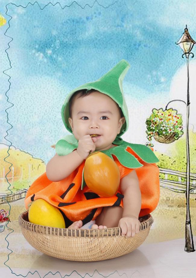 Tên bé là Trần Thanh Nhật Quang, ở nhà mọi người gọi bé là Tiểu long vì bé được sanh vào năm rồng.