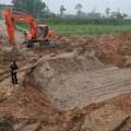 Tin tức - Đường ống lại vỡ, 70.000 hộ dân Thủ đô mất nước