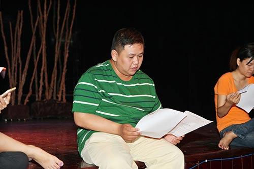 minh beo u ru vi san khau vang khach - 1