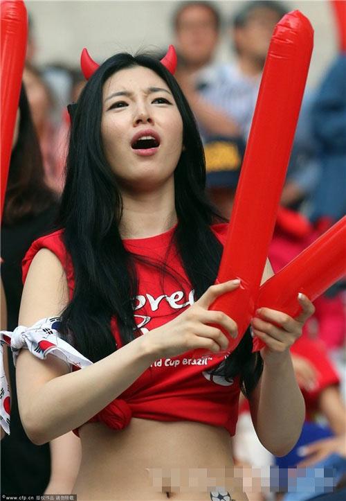 ngat ngay ve dep cua fan nu han quoc tai world cup - 16
