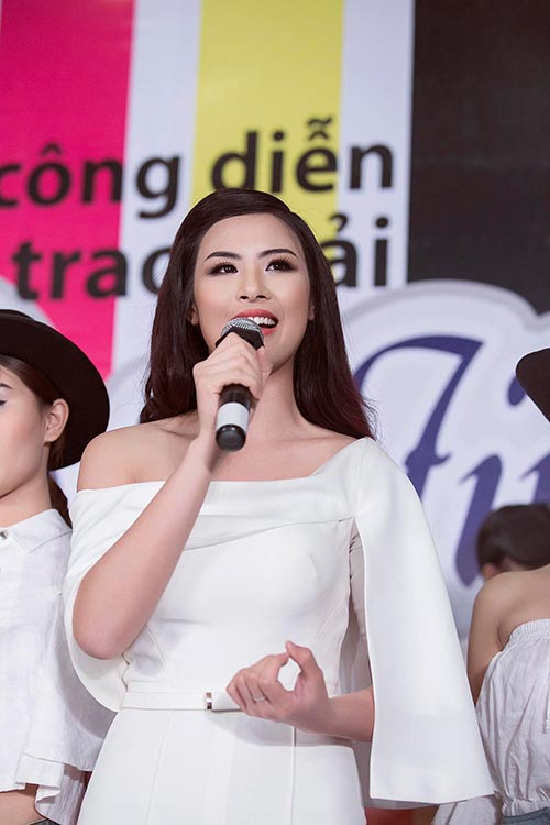 ngoc han bat ngo nhat rac giua san khau - 9