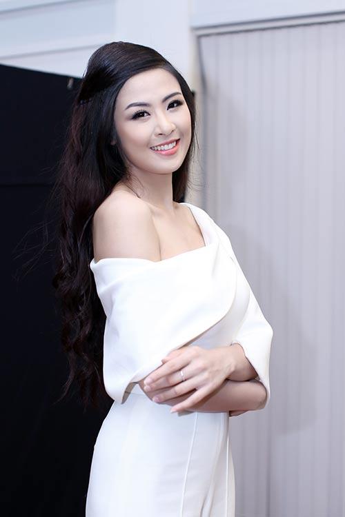 ngoc han bat ngo nhat rac giua san khau - 1