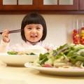 """Làm mẹ - 6 """"cấm kỵ"""" khi cho con ăn rau"""