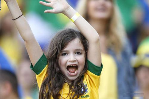 "nhung em be sieu ""cute"" mua world cup - 2"