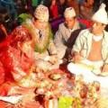 Tin tức - Kỳ lạ: Bố vợ rửa chân cho con rể trong lễ cưới