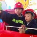 Làng sao - Con trai Trương Bá Chi đáng yêu làm lính cứu hỏa