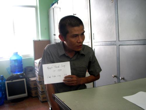 binh duong: bat hai nghi can cuop tiem vang - 1