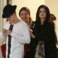 """Làng sao - Eva """"soi"""" 25/6: Selena vào khách sạn lúc nửa đêm"""