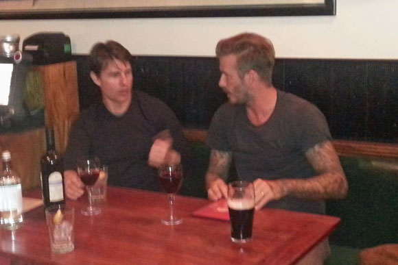 tom cruise va beckham ru nhau di bar - 2