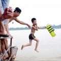 Dạy bơi cho trẻ: Kỹ năng cứu người bị bỏ quên