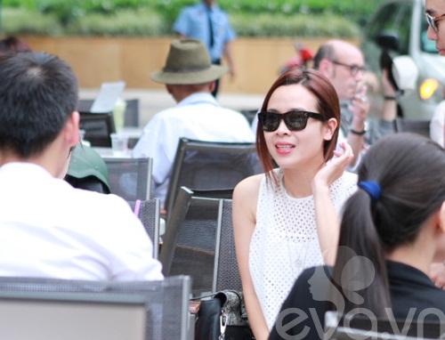 luu huong giang an mac sanh dieu di uong cafe - 6
