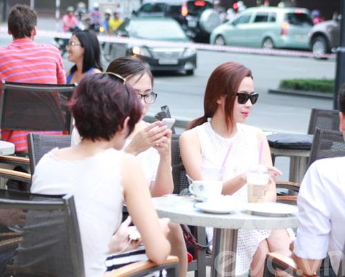 luu huong giang an mac sanh dieu di uong cafe - 7