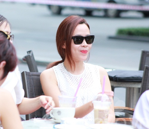 luu huong giang an mac sanh dieu di uong cafe - 8