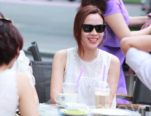 luu huong giang an mac sanh dieu di uong cafe - 9