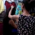 Tin tức - Nữ sinh Bắc Giang ăn cắp quần bị đánh tới tấp ở chợ