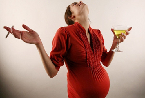 10 viec me khong than trong de khien thai nhi tu vong - 1