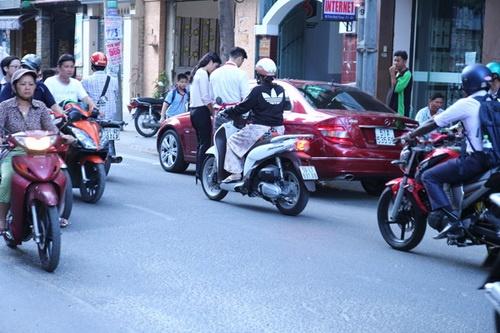 ban gai phi cong giup truong the vinh buon ban via he - 13