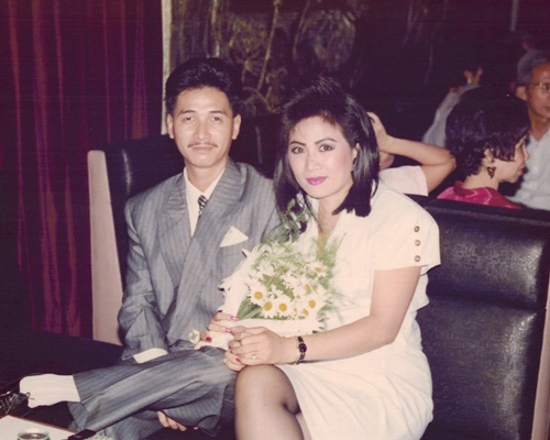 nguyen hung khoe anh tinh cam voi vo thoi tre - 9
