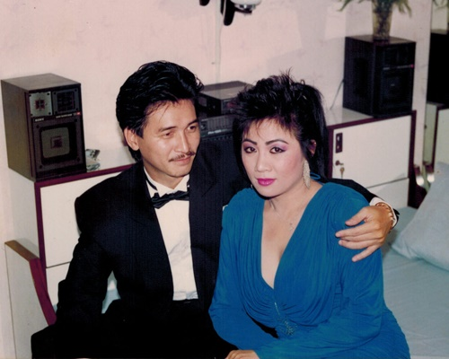 nguyen hung khoe anh tinh cam voi vo thoi tre - 10