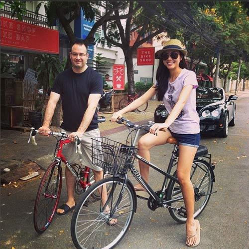 Triệu Thị Hà bỏ xế hộp khoe dáng với xe đạp-9