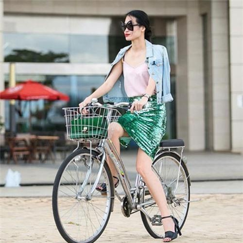 Triệu Thị Hà bỏ xế hộp khoe dáng với xe đạp-12