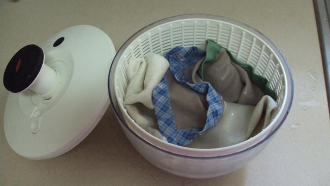 10 mẹo hay mẹ nên biết khi xử lý quần áo trong nhà