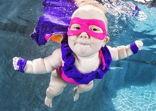 Bộ ảnh các bé ngụp lặn dưới nước cực đáng yêu-2