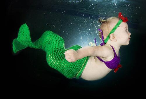 Bộ ảnh các bé ngụp lặn dưới nước cực đáng yêu-13