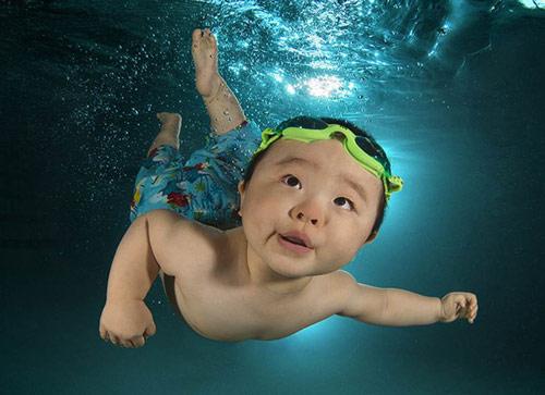 Bộ ảnh các bé ngụp lặn dưới nước cực đáng yêu-6