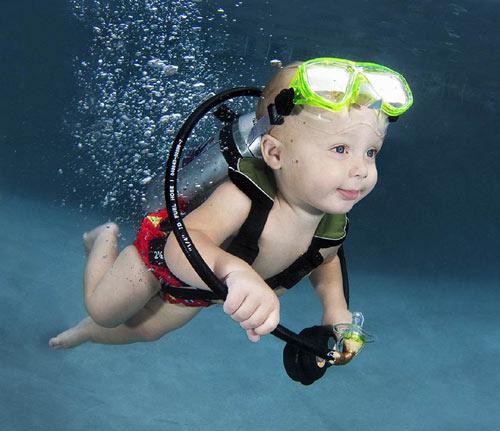 Bộ ảnh các bé ngụp lặn dưới nước cực đáng yêu-4