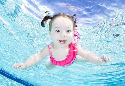 Bộ ảnh các bé ngụp lặn dưới nước cực đáng yêu-7