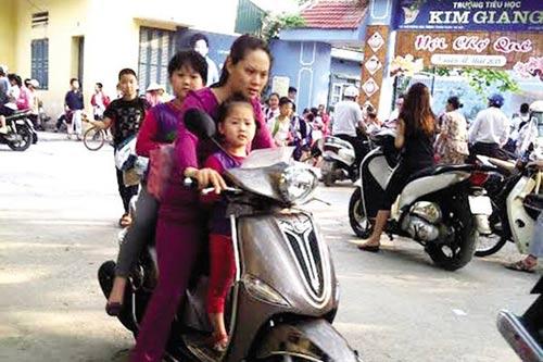 PGS Văn Như Cương thấy buồn cười với quy định trò không đội mũ bảo hiểm, thầy bị cắt thi đua-1