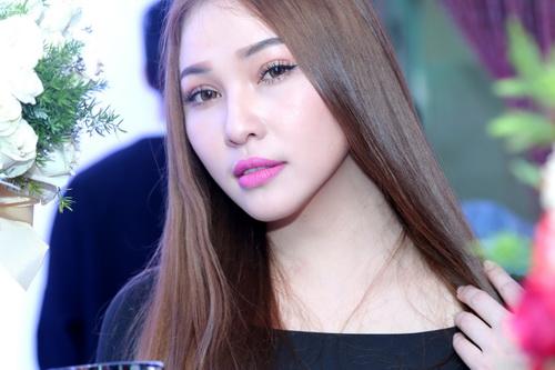 """Quỳnh Thư khoe """"xế hộp"""" sau khi úp mở có tình mới-13"""