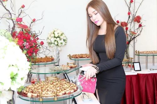 """Quỳnh Thư khoe """"xế hộp"""" sau khi úp mở có tình mới-8"""
