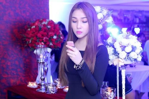 """Quỳnh Thư khoe """"xế hộp"""" sau khi úp mở có tình mới-16"""