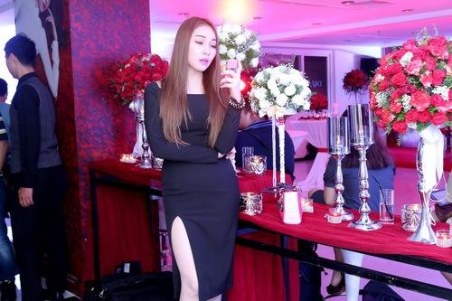 """Quỳnh Thư khoe """"xế hộp"""" sau khi úp mở có tình mới-15"""