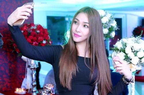 """Quỳnh Thư khoe """"xế hộp"""" sau khi úp mở có tình mới-17"""