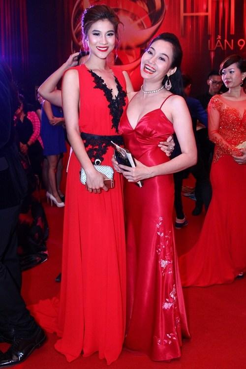 """Thanh Hằng, Khánh My mặc váy """"chặt chém"""" trên thảm đỏ-18"""