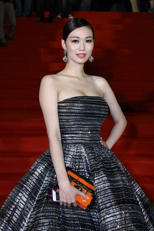 """Thanh Hằng, Khánh My mặc váy """"chặt chém"""" trên thảm đỏ-8"""
