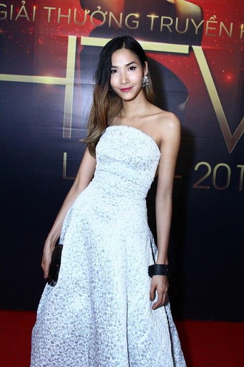 """Thanh Hằng, Khánh My mặc váy """"chặt chém"""" trên thảm đỏ-13"""
