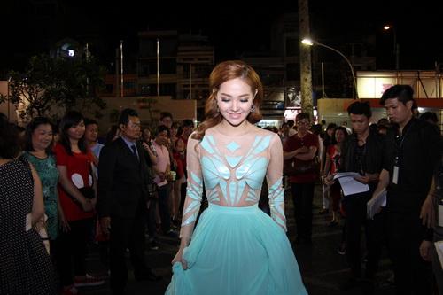 """Thanh Hằng, Khánh My mặc váy """"chặt chém"""" trên thảm đỏ-10"""