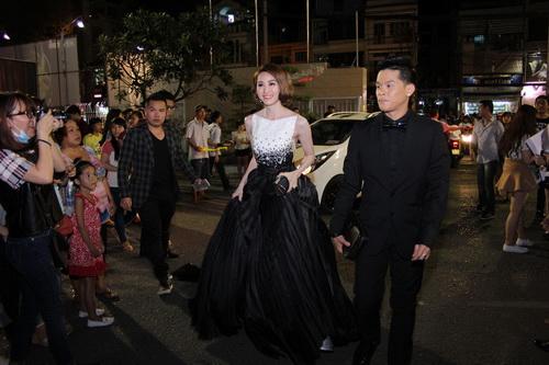 """Thanh Hằng, Khánh My mặc váy """"chặt chém"""" trên thảm đỏ-11"""