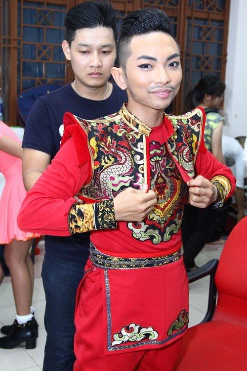 "khanh thi tu tin khoe bung bau 6 thang ""vuot mat"" - 5"