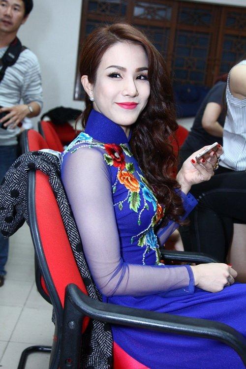 "khanh thi tu tin khoe bung bau 6 thang ""vuot mat"" - 10"