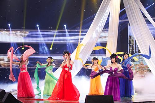 """""""Thị Mầu"""" Đức Vĩnh bật khóc khi giành Quán quân Got Talent-2"""