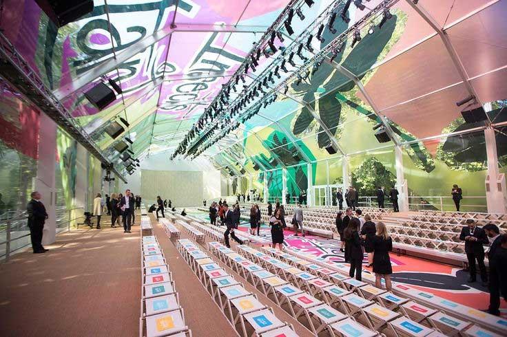 """Những sàn catwalk siêu thực """"đỉnh"""" nhất tại mùa mốt 2015-13"""